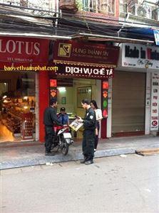 Bảo vệ cửa hàng vàng bạc Hưng Thành Tín